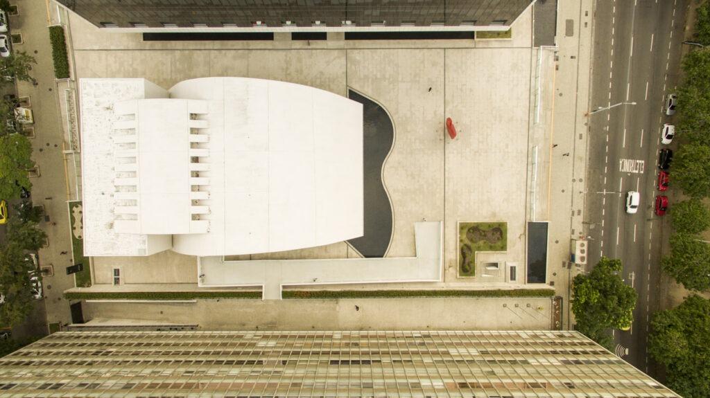 Foto aérea com drone do Espaço Cultural Oscar Niemeyer